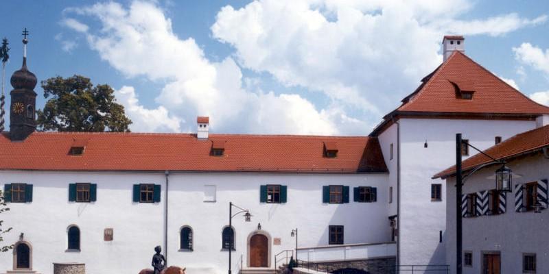 CHA-Traitsching-Wasserschloss_front_large